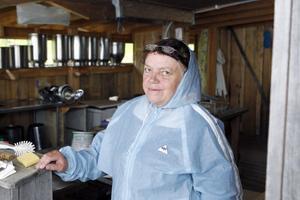 Yvonne Bergqvist ska driva ett kafé på fäbodvallen under sommaren, från och med onsdag. Där kommer det bland annat gå att köpa fäbodklämmor med komjölksost, getost, ost på både ko- och getmjölk och messmör.