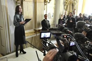 Svenska Akademiens ständige sekreterare Sara Danius tillkännager årets Nobelpris i litteratur i Börssalen i Stockholm. Nobelpriset i litteratur går till den engelske författaren Kazuo Ishiguro.