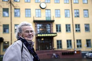 Ingrid Kling är i dag 84 år och bor i Aspås. När hon var 16 år och bodde i Hede fick hon diagnosen tuberkulos och blev isolerad på Sollidens sjukhus i Östersund. Där kom hon att tillbringa tre år av sin ungdom. I Lördagsbilagan följer vi henne tillbaka dit drygt 60 år senare.