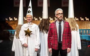 Foto: Riksteatern. Olof Wretling och Bengt Strömbro i Mammas nya kille firar jul på måfå.