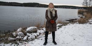 Maud Nilsson Möller är nöjd över att det inte blir någon bergtäkt på andra sidan fjärden, men oroas av att det ändå kan bli en i närheten av Pershagen.