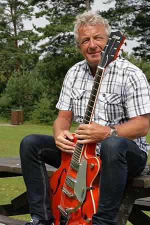 Det var i november förra årets som Gunnar Sundberg annonserade för att sälja en av sina gitarrer. Betalningen för instrumenten dök aldrig upp på Gunnars konto.  I början av november i år köpte han tillbaka gitarren samt en till som han hade sålt .