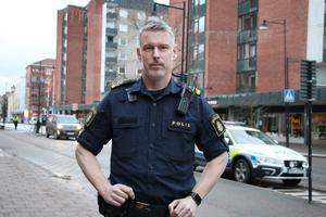 Per Wickberg är sedan december 2019 gruppchef för områdespoliserna i Hallsberg, Kumla, Askersund och Laxå. Han har det övergipande ansvaret för det brottsförebyggande arbetet i Kumla. Foto: Malin Helenius