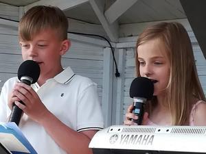 Vilgot Ihlis och Selma Ihlis Sima sjöng. Foto: Seija Lorentzon