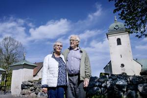 Gun och Lars-Åke Johansson är med i Centrumkyrkan inne i Norrköping och också medlemmar i Svenska kyrkan. Deras starka tro har hjälpt dem under året som gått. - Det finns alltid någon att vända sig till, säger Gun.