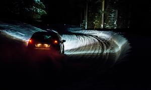 Sträckan Husås-Andviken inledde årets Östersund Winter Rally. Här ser vi en av ekipagen på den över två mil långa sträckan.Foto: Hannes Lindgren