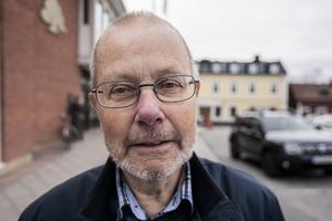 Leif Nilsson, 77 år, Södersvik: – Mer auktoritet. Lärare behöver visa vem det är som bestämmer. På min tid var det magistern som bestämde. Ingen annan. Sedan bort med mobiltelefoner och mössor för det ser så ovårdat ut.