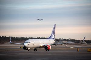 Resandet upphör inte utan fortsätta med andra färdmedel och till andra flygplatser som flyger resenärerna vidare. Skriver Stig Wiklund.