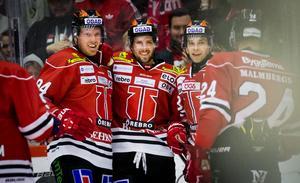 Örebros förstakedja – Ryan Stoa, Mathias Bromé och Sakari Salminen – har fått en vana att fira mål. Bild: Johan Bernström/Bildbyrån