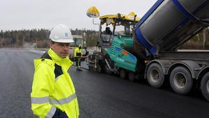Lars Nolander, logistikchef SCA skog vid de jätteytor som asfalteras i Torsboda.