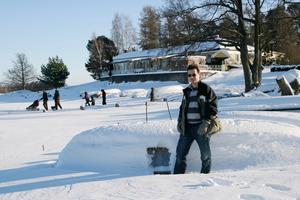 Vinterbilden 2010. Årets modell: Kristian Bircanin. Medeltemperatur: -6,8. Nederbörd: 144. Foto: Irene Wallgren.