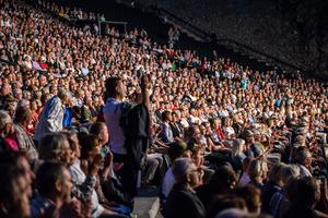 Runt 4000 dansade och sjöng i publiken. Foto Bengt Pettersson