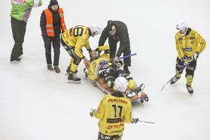 Magnus Fryklund tvingades bryta matchen efter en smäll mot huvudet.