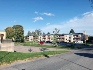 Bygget av 25 nya lägenheter på Kyrkogatan fick klartecken från politikerna i augusti. Men nu upphävs kommunens beslut av länsstyrelsen. Bild: Ockelbogårdar AB