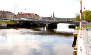 Behåll övergångsstället från Norra Kajens strandpromenad vid Tivolibron, skriver signaturen
