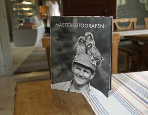 I år skulle Rengsjös framstående naturfotograf, Hilding Mickelsson, ha fyllt 100 år. I söndags firades detta med boksläpp och fotoutställning.