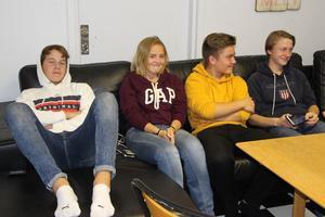 Willy Forslund, Matilda Wirén, Edvin Ädel och Anton Skoglund säger att fritidsgården är det enda stället som finns för de unga som inte håller på med någon sport.