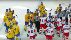 Det var stökigt efter Juniorkronornas sista match mot Tjeckien. (Förlust 1-4).