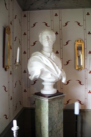 Karl XII-bysten tyckte Leea var hemsk när Jan först kom hem med den