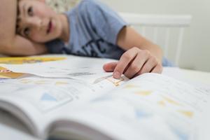 Läxorna verkar styras av godtycke och spännvidden bland lärarna är allt från läxfritt till nära nog elitism, där barn och föräldrar måste ta till kvällar och helger för att hinna med alla läxor, skriver insändaren.