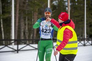 Från Sundbyberg kom Martin Höglund som passade på att fylla på med energi under 40-kilometersloppet.