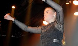 Elin Blomstrand på scenen.