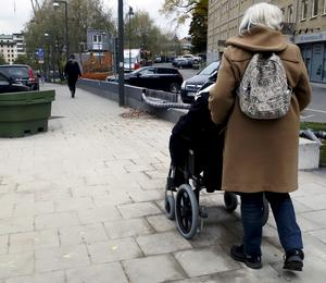 Assistansersättningen ska gå till att ge stöd och service åt personer med funktionsnedsättning. Men branschen har dragit till sig oseriösa aktörer - framför allt i Örebro.