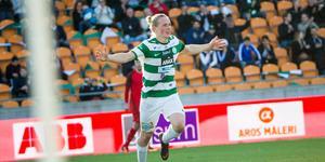 Förra säsongens skyttekung, Douglas Karlberg, har skrivit på nytt kontrakt med VSK.