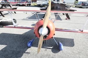 Ett Yak 55 M konstflygarplan. Som originalet ett plan som kan ge kraft snabbt, för att kunna manövrera i luften.
