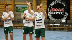 OV Helsingborgs Rimboson Johan Lundgren under spelarpresentationen i Sparbankshallen i Rimbo. Han möts alltid av jubel av sin gamla hemmapublik.