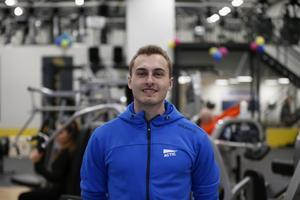 Joel Wijk är receptionist på nyöppnade Actic Vasa.