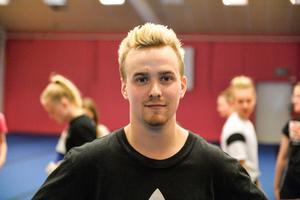 Oscar Almkvist, 23 år, coach Fancy Cheer Sundsvall,  Matfors