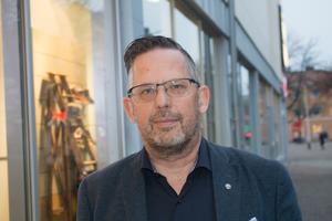 Magnus Edman, gruppledare för Sverigedemokraterna i Sala, och Jonas Andersson (SD), ledamot i riksdagens socialförsäkringsutskott samt representant i migrationskommittén vill att EBO ska avskaffas framöver.