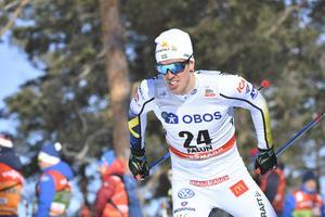 Calle Halfvarsson var sexa i prologen men fick ge sig i semifinalen under fredagens världscupsprint på Lugnet. Foto: Ulf Palm/TT