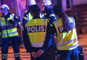 Natten till måndagen började en parkerad personbil av okänd anledning att brinna på Parallellgatan i Sävsjö. Polisen utreder händelsen, men kan i nuläget inte svara på om man drar kopplingar till förra veckans händelser i Nässjö. OBS: Genrebild!