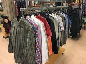 Herravdelningen behöver fyllas på, men skjortor finns det ett rikligt utbud av.