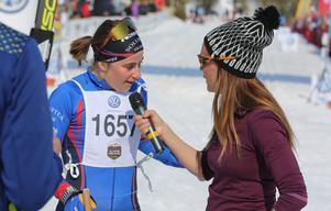 Ebba Andersson hann ge segerintervju med Johanna Ojala innan någon mer nått upploppet i damklassen.