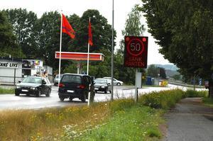 Trafik. Det körs fortfarande för fort i Fäggeby, konstaterar bybor tidningen talat med. Foto:Berndt Norberg