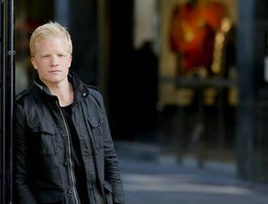 Tobias Carlsson har spelat i flera svenska klubbar, samt i USA och Frankrike. Någon förlängning med ÖIK blev det inte och det återstår att se var 29-åringen spelar i höst.