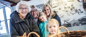 Gillar Lillboden. Anna-Lisa Tellemar (gammelmormor), Eva Danielsson (mormor), Maja Jeansson, 5, Lisa Jeansson (mamma) och Klara Jeansson, 2.