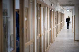Långa korridorer på två plan. Renoveringen av huset landade på 82 miljoner kronor. Sandviken är en av få kommuner i Sverige där ett storföretag är den största arbetsgivaren. Vanligtvis är kommunen den största.
