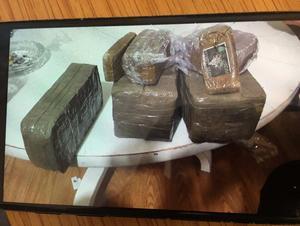 I en telefon tillhörande en av de åtalade hittades en bild att ett betydligt större narkotikaparti än det som beslagtogs, tagen i samma lägenhet. Mannen som hade bilen menar att han tog den för att det var häftigt.  Bild: Polisen