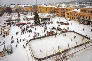 Isrinken är ett samarbete mellan näringslivet, kommunen och Julstaden och invigdes den 22 december i fjol.