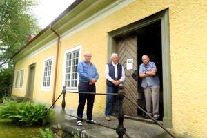 Stefan Järlström, Hubert Oskarsson och Bengt Ivarsson i Ramundeboda Laxå hembygdsförening höll bruksmuseet öppet i söndags eftermiddag.