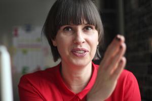 """Hon har stavat Liza med  z sedan barndomen. """"Jag hade väl någon period när jag ville vara rebell och stavade med s (skratt)"""", säger Liza Lundberg, ny ordförande för barn- och utbildningsnämnden."""