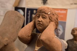 En av Sam Westerholms skulpturer som symboliserar mänskligheten.