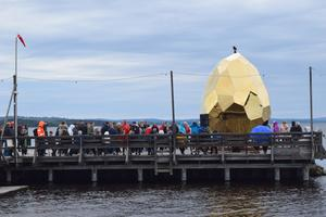 När Solar Egg gnistrade på bryggan i somras besöktes bryggan av minst 120 000 flanörer -