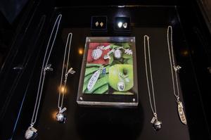 En av Evas många silverkollektioner.