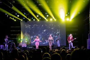 Adam Skeppar, längst till höger i bild, här med Abbarama – ett band som spelar Abbalåtar.
