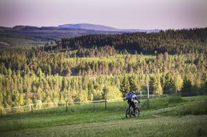 Målet är att ta sig genom den svenska fjällkedjan på rekordtiden 14-20 dagar.